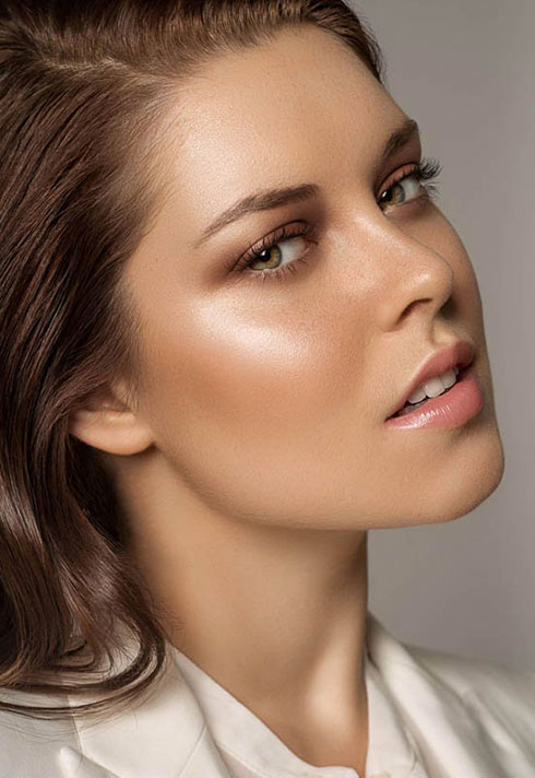 top makeup artist oz zandiyeh glowy skin highlight