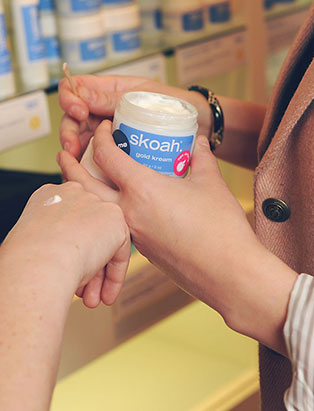 kendra dutchak testing skoah skincare on client