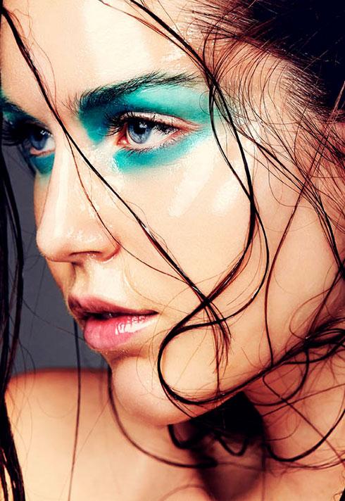 wet hair blue eyeshadow makeup by blair petty