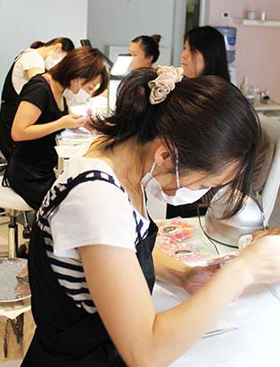 keiko matsui glam nail studio busy at work