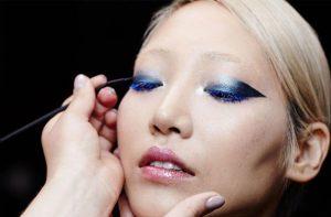caitlyn dixon blue makeup on model soo joo
