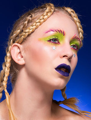 top makeup school graduate eva svobodova blue lips makeup