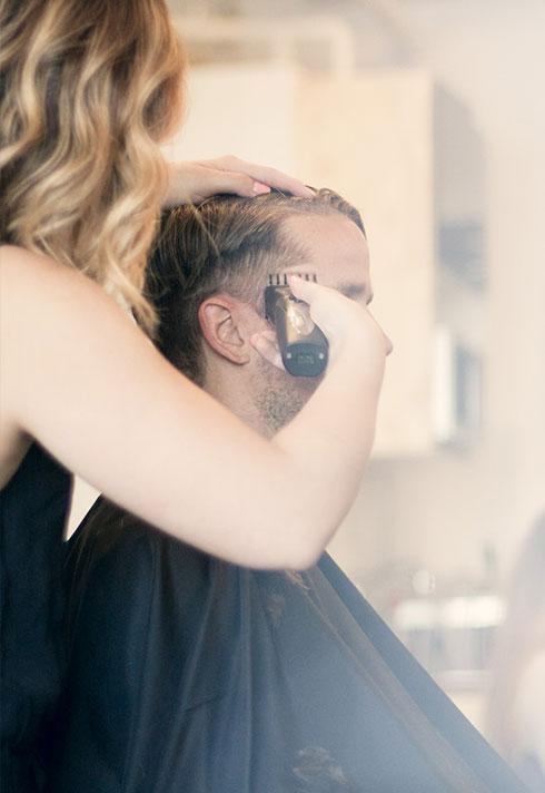 eliza trendiak salon owner mens fade buzz