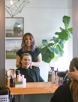 eliza trendiak salon owner with client