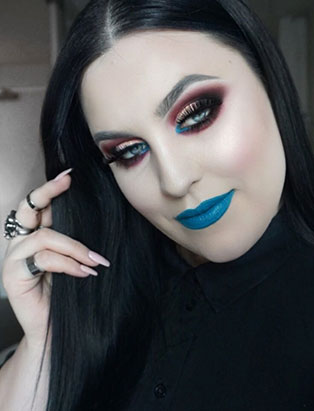bailey van der veen blue lip look