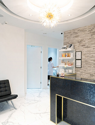 yaletown medi spa treatment room from reception