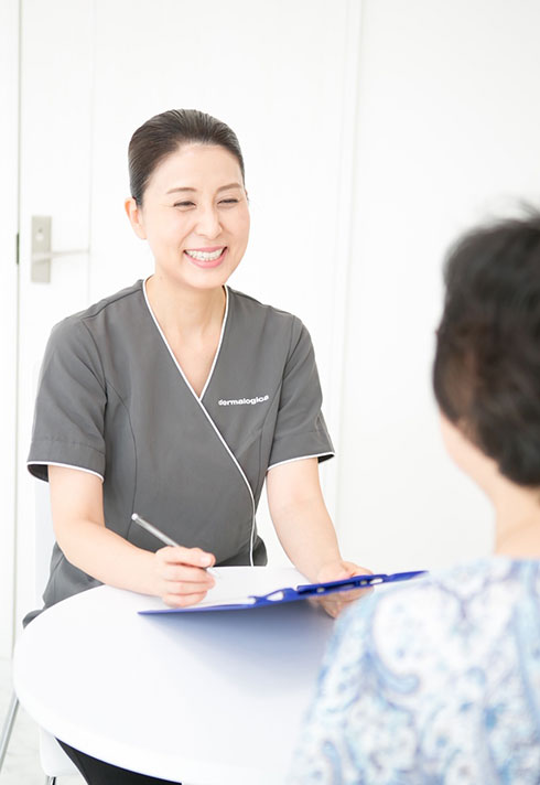 Tomoko consults with her client to determine the best skincare treatments