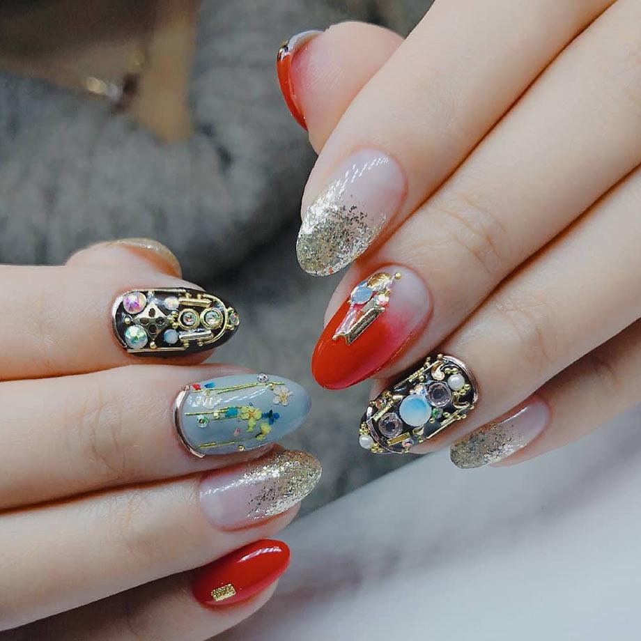 metallic bling nails by BMC nail graduate Jamie Lin
